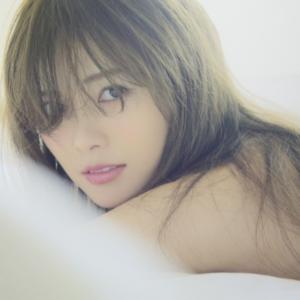 CMや写真集で大人気の白石麻衣が乃木坂を卒業延期!噂の安田章大との関係は?